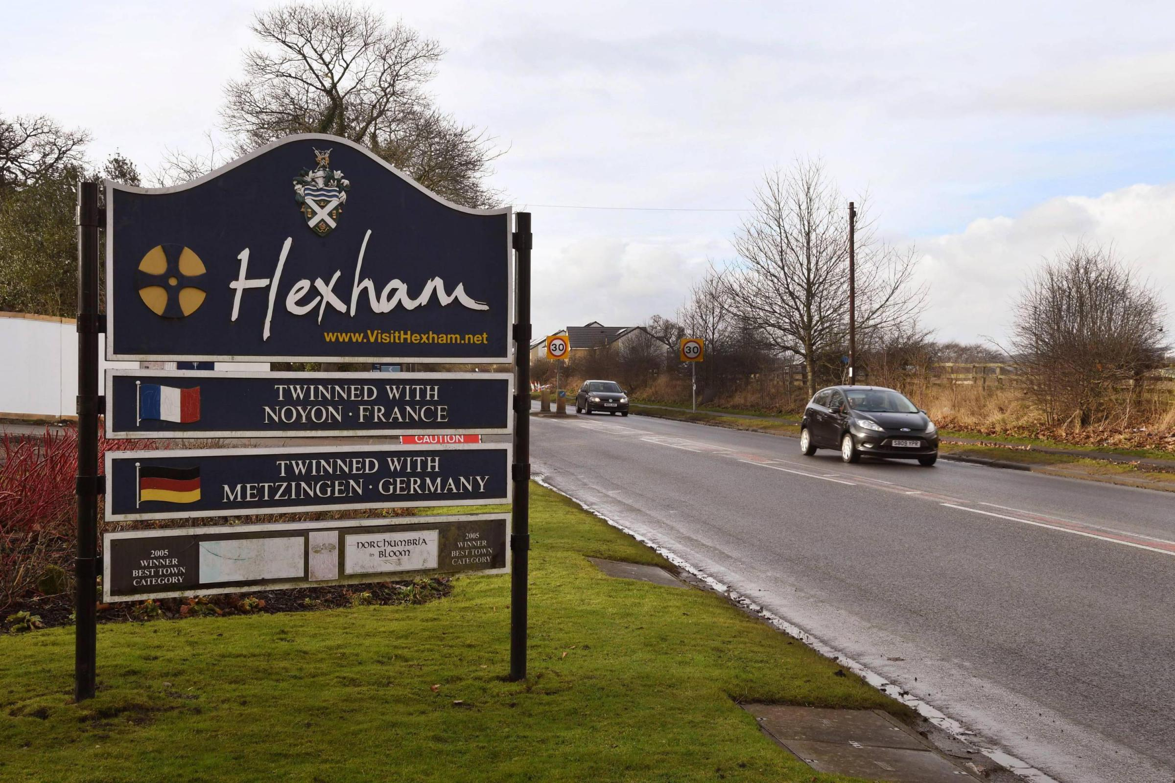 K031702 Hexham. Welcome to Hexham sign. Hexham east end. Hexham GV. Town twinning sign. THURSDAY 12TH JANUARY 2017. KATE BUCKINGHAM.